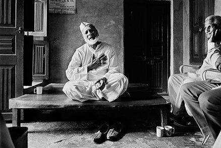 Raghu Rai - Ustad Bismillah Khan @ Music Maestros: Photographs by Raghu Rai | StoryLTD