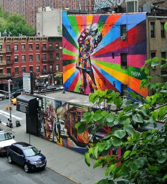New York: The High-Line, Chelsea Market, West Village, Brooklyn Bridge...view-of-street-art-from-high-line_thumb.jpg