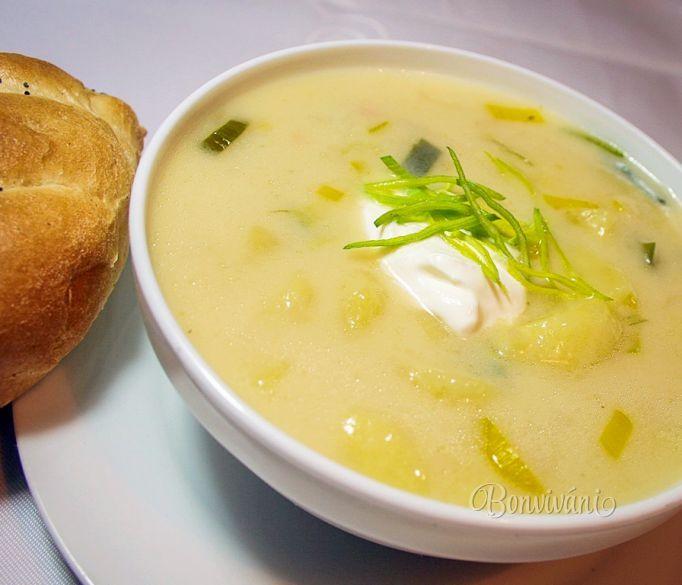 Pórková polievka so zemiakmi • recept • bonvivani.sk