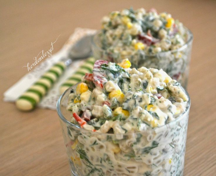 malzemeler:     2 su bardağı haşlanmış bugday  1/2 su bardağı haşlanmış mısır  1 adet büyük boy kırmızı biber  1 adet büyük boy salata...