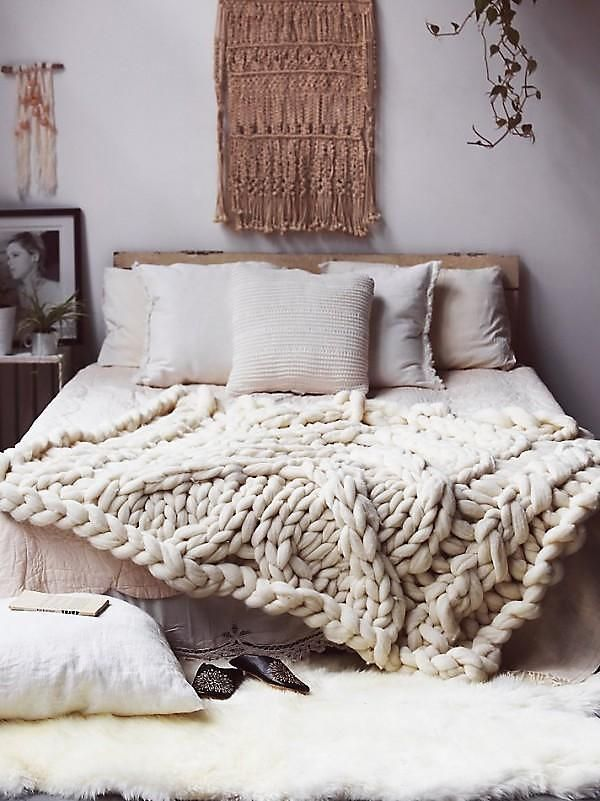 Gorgeous DIY chunky knit blanket with cables. Gorgeous neutral bedroom with handwoven wall hanging, chunky knit throw blanket, and neutral natural bed linens. Love this cozy, organic style! Read more from The Weekly Click List on our Style Blog at One Kings Lane!
