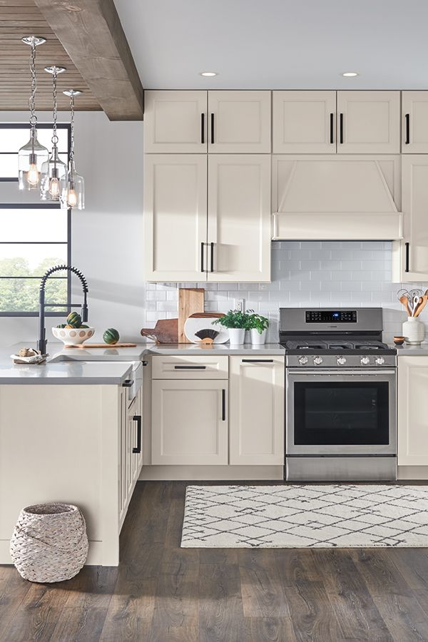 Create A Kitchen You Ll Love To Years To Come Whether Your Style Is Modern Traditional Or Something In Between Home Decor Kitchen Home Masterbrand Cabinets