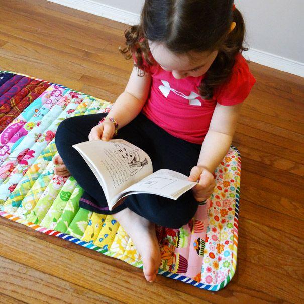 un tuto en anglais pour coudre un tapis avec des chutes de tissus une id e que petit lutin. Black Bedroom Furniture Sets. Home Design Ideas
