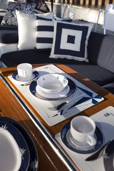 Elegance for onboard your yacht!  Fun tablesetting idea - #nauticaldecor