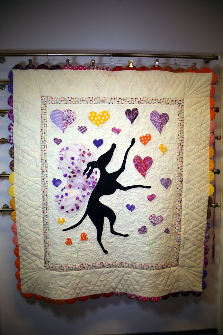 custom quilt, raw edge applique, winged greyhound catching hearts. www.quibi.ro