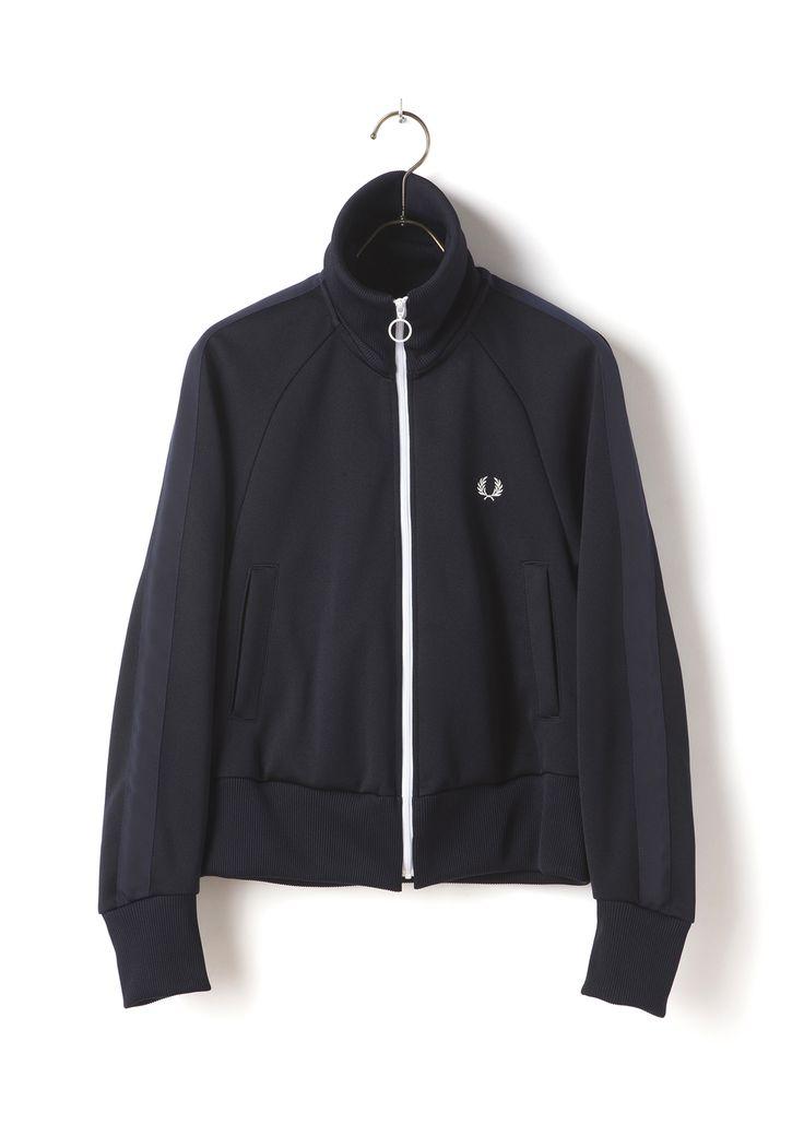 """フレッドペリーらしいスポーティなトラックジャケットです。背中の大きなローレルマーク刺繍とドルマンスリーブがポイントです。<a href=""""http://www.fredperry.jp/item/F8330.html""""><u>Muveil Track Skirt(F8330)</u></a>とのセットアップもおすすめです。<br><br><strong style=""""color:#CC0000"""">発売開始:10/7(金)正午12:00</strong><br>"""