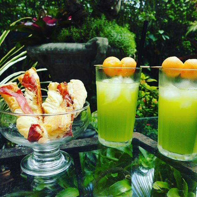 Reposting @dishwithseanbrady: drinks&nibbles: Prosciutto Straws and Melon Balls 👉🏻Check out this boozy new summer classic on ▶️dishwithsean.com! * * #dishwithsean #drinks&nibbles #melonballs #foodie #drinks #stoli #midori #cantaloupe #blogger #foodblogger #summer #thirstythursday #nomnom #italy #prosciutto #instagood #instapic #instafollow #pool #garden