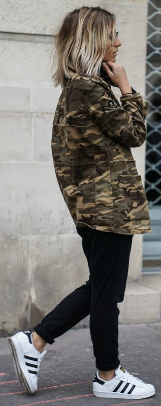 Camouflage coat + Camille Callen + Mango jacket + androgynous style joggers + pair of classic Adidas Superstars Jacket: Mango, Joggers: Forever 21, Top: Zara, Sneakers: Adidas.