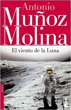 En 1969 Neil Armstrong se convierte en el primer hombre en pisar la Luna. El protagonista es un adolescente que asiste fascinado al nacimiento de una nueva época. Esta historia de iniciación magistralmente narrada es a la vez un nuevo episodio en el ciclo narrativo de Mágina, localidad que forma parte del imaginario literario del autor.