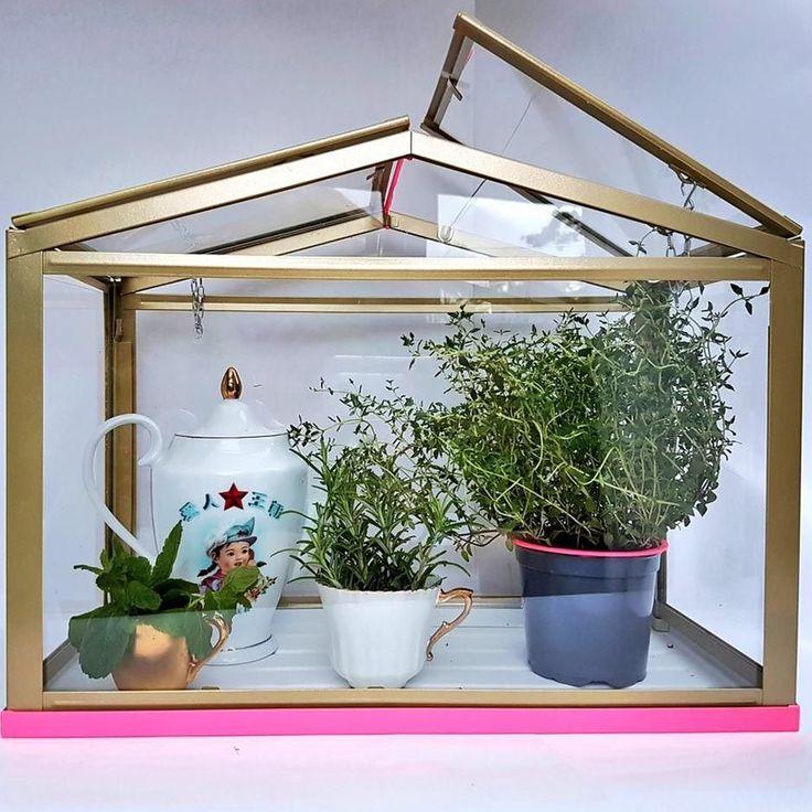 les 25 meilleures id es de la cat gorie serre livre ikea sur pinterest serre livres artisanaux. Black Bedroom Furniture Sets. Home Design Ideas