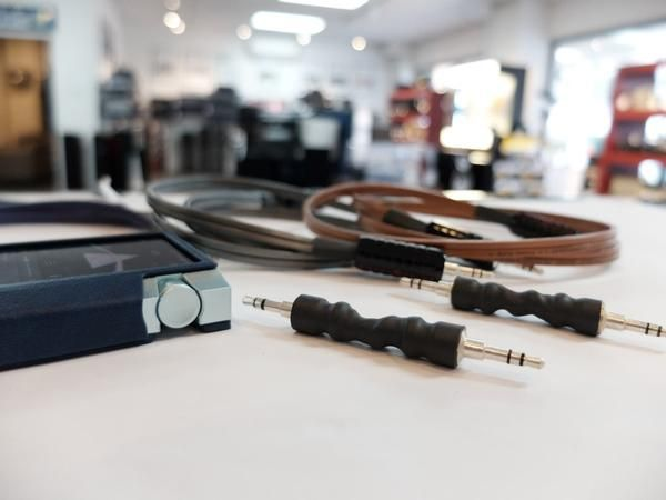 Headphone Cable: Myth or Reality - See for yourself…[[MORE]]The perfect cable is no cable at all. Wireworld was built on the philosophy that the best way to test a cable is to test up against no cable...