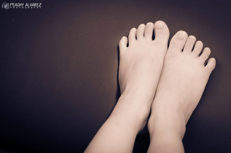 Photo taken as an entry to a photo challenge community. Theme: Feet.