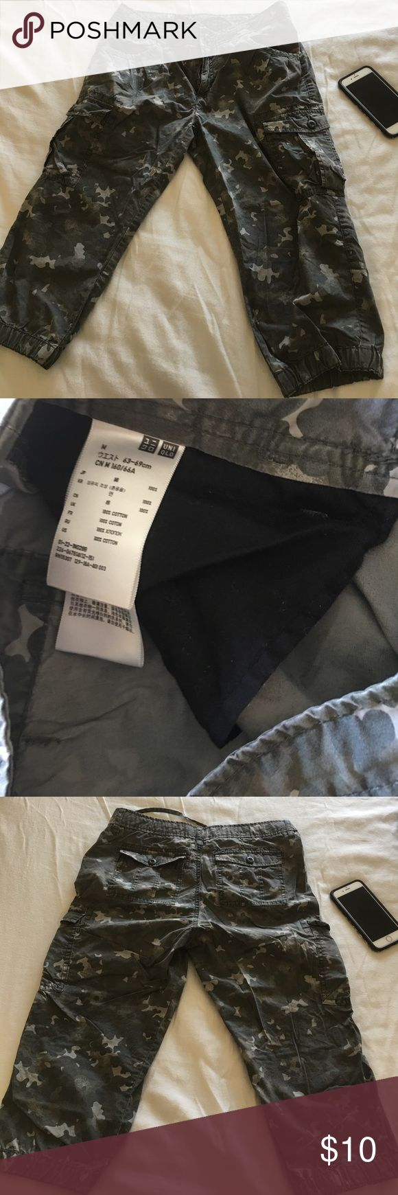 Cargo pants by Uniqlo Just two times used 100%u.s cotton still perfect Uniqlo Shorts Cargos