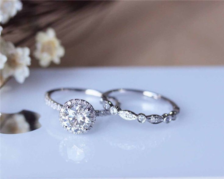 Conjunto de anillo de compromiso brillante 1ct Moissanite de 1ct Conjunto de anillo de bodas de oro blanco de 18 quilates   – Moissanite Ring