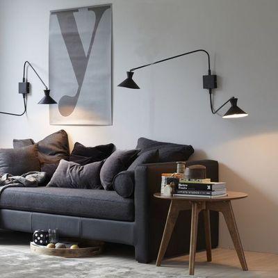Mise en valeur vieux canapé avec appliques murales