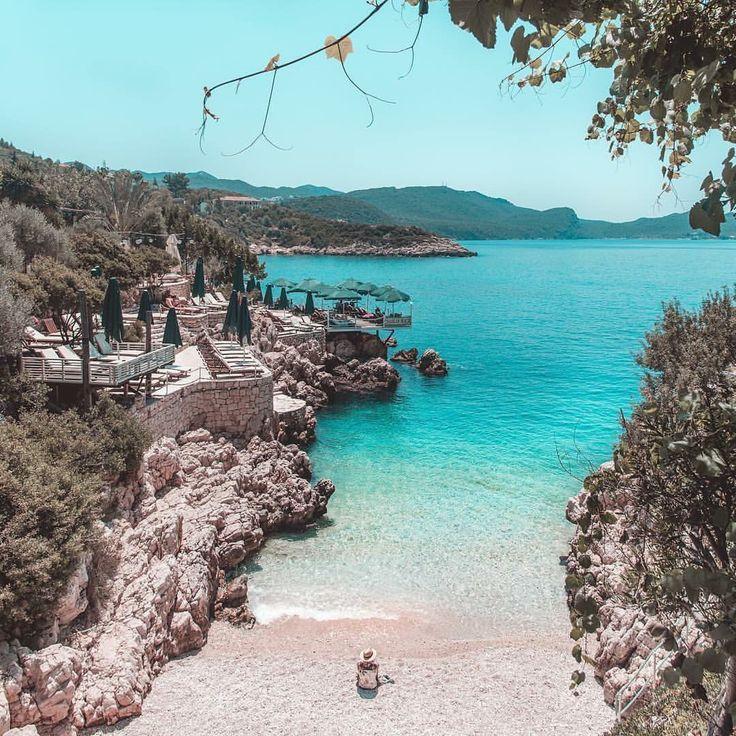 Kucuk Çakıl Beach Kaş, Antalya   Dünyanın en güzel ve en küçük halk plajlarından biri⛱  #Kaş #Antalya  Konaklama icin www.kucukoteller.com.tr/kas-otelleri.html?utm_content=buffer8e77b&utm_medium=social&utm_source=pinterest.com&utm_campaign=buffer  Not: Bayram, Temmuz ve Agustos aylarinda bu görüntüye aldanmayın!☺️   @baya_iyi