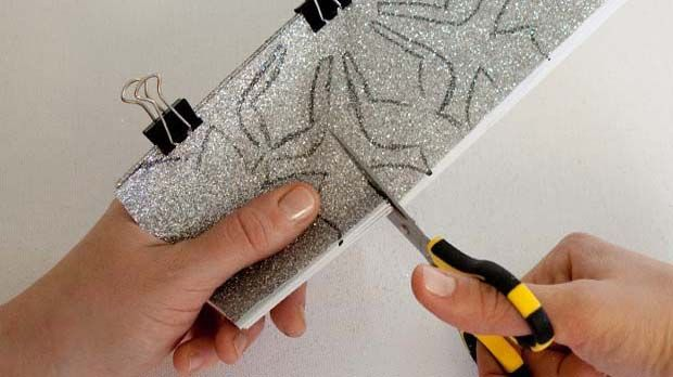 Make Paper Snowflake Chains #DIY