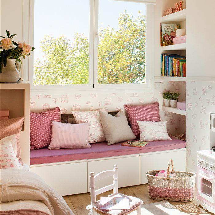 Zona de estudio en habitaci n infantil con pared rosa y for Muebles de habitacion infantil