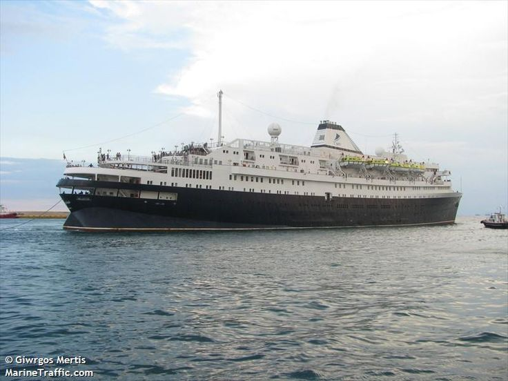 Το Azores αποπλέει από τον Πειραιά. 23/09/2015..