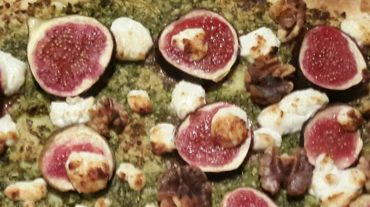 Fig Tart  Shortcrust Pastry filled with  kale and mint pesto (around 85g Kale, 85g cashew nuts, small bunch of mint, small bunch of basil & zest n juice of lemon,  and a touch of salt )  Sliced figs  Walnuts  Goats cheese.