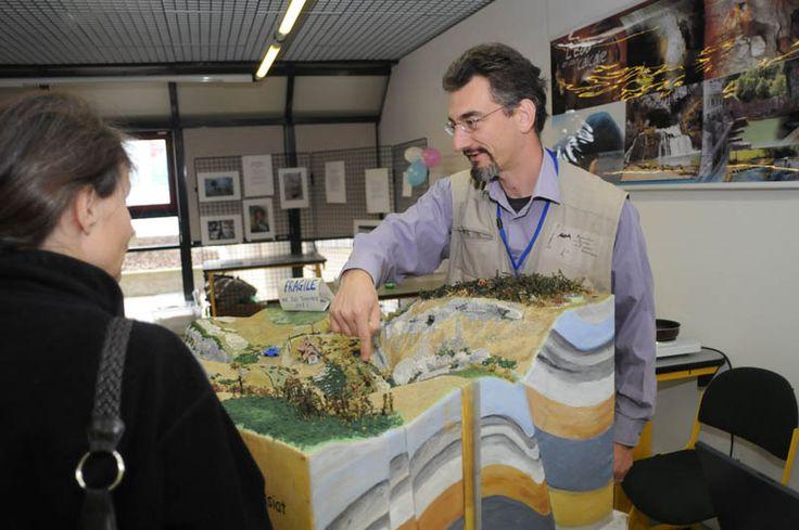 Rencontrez l'AGEK et sa maquette de rivière souterraine au Village des sciences de Bourg ! Samedi 12 oct. (13h30-18h) et dimanche 13 oct. (14h-18h) au Technopole Alimentec