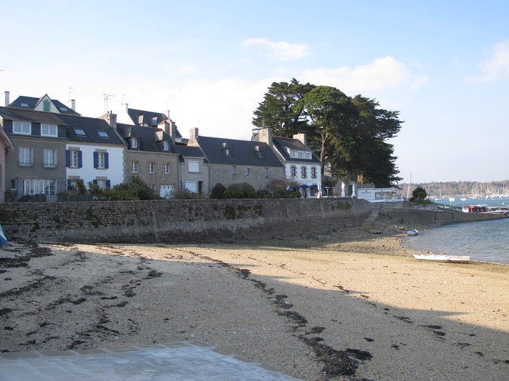 On the right, Sainte-Marine's old café de la cale, appreciated by real amateurs...