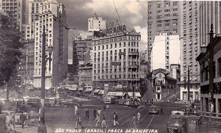 Cartão postal da Praça da Bandeira. (sem data) Douglas Nascimento / Via saopauloantiga.com.br 20 fotos lindas da cidade de São Paulo de 1924 a 1980