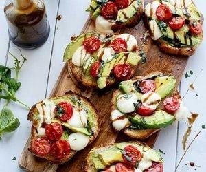 ローラさんのインスタで話題!『アボカドトースト』の簡単朝食レシピ   4yuuu! (フォーユー) 主婦・ママ向けメディア