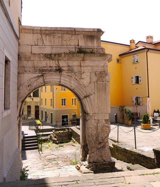 Trieste, Italy (56) - the Roman Arco di Riccardo on via del Trionfo. trieste free walking tour
