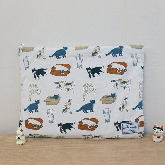 Laptop Case / Laptop Pouch / MacBook Case 13 – 14 inches / Playful Cat / Japan/Korea Fabric / Gift / 815am