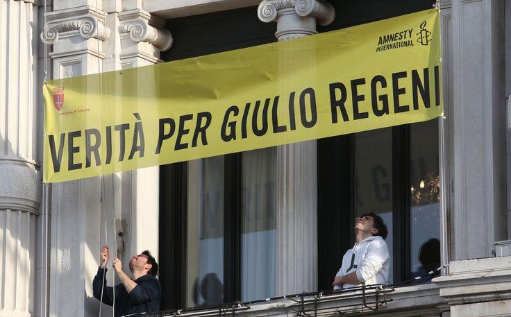 Municipio, Striscione Verità per Giulio Regeni affisso sulla facciata. Siamo in marzo. Foto: Andrea Lasorte