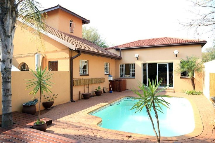 http://www.go2global.co.za/listing.php?id=1844&name=Villa+Toscana+Guest+House