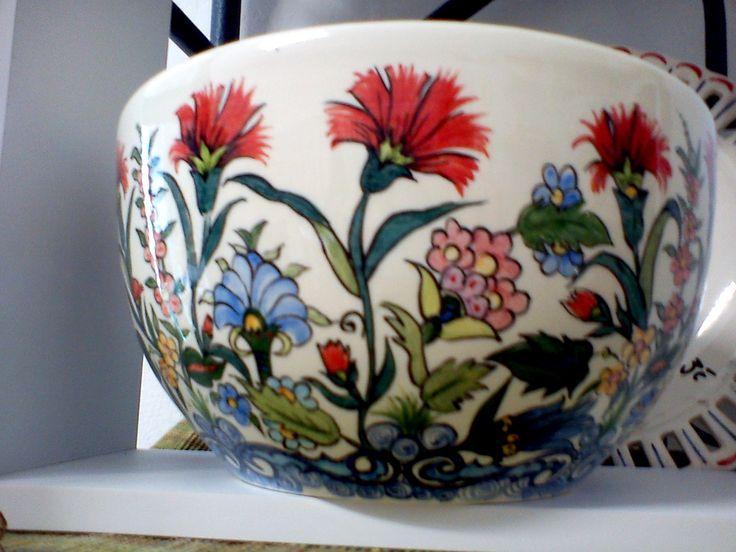 Saladier inspiration Iznik (moitié du XVe siècle dans la ville d'İznik en Turquie). made by Sandrine Akné#ceramics #pottery #Iznik
