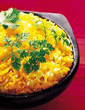 Recette Riz au safran : Epluchez et hachez les oignons. Lavez les herbes, réservez.Faites un tas de 400 g de riz et un de 100 g. Faites bouillir l'eau dans l...
