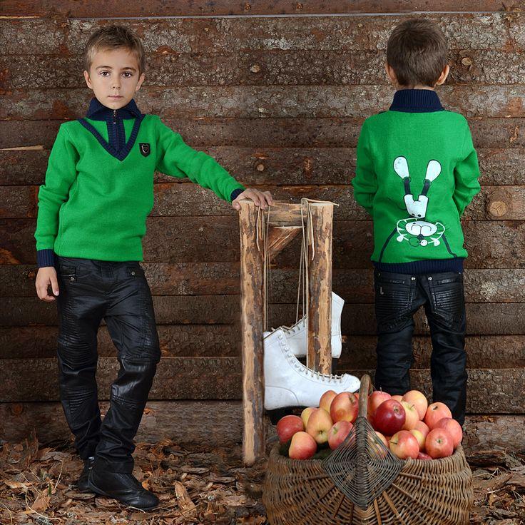 Тази блуза ще разчупи стила на Вашето дете. Изработена от висококачествена материя с интересен дизайн тя ще осигури стилна и актуална визия.