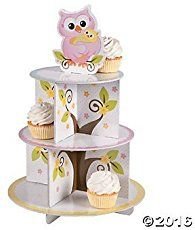 A cute owl cake for a baby boy's first birthday! The owl on top of the cake is a dummy and the small cake is fot him to smash ;)