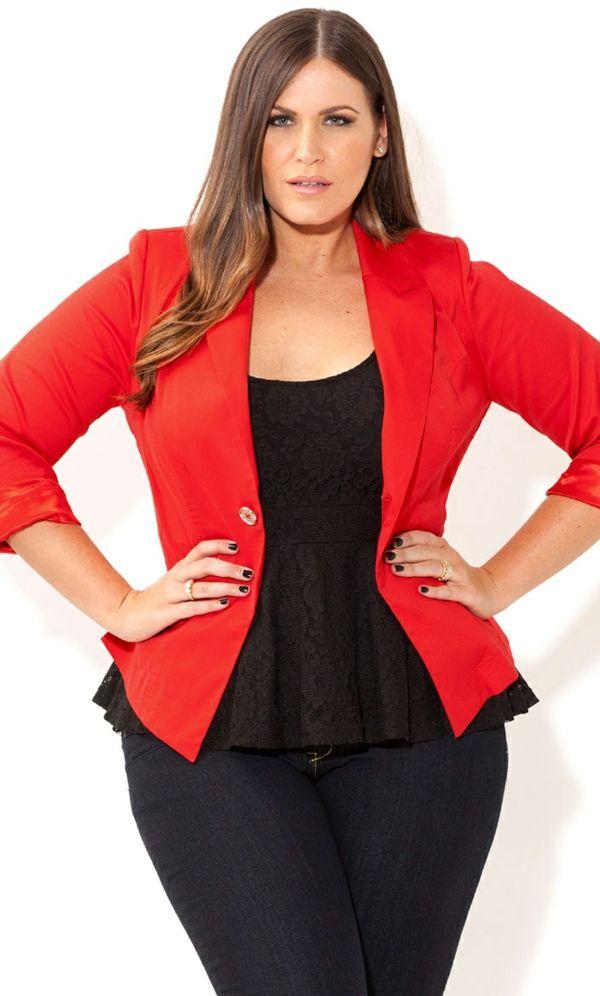 mode für mollige junge damen dunkle jeans rotes sakko