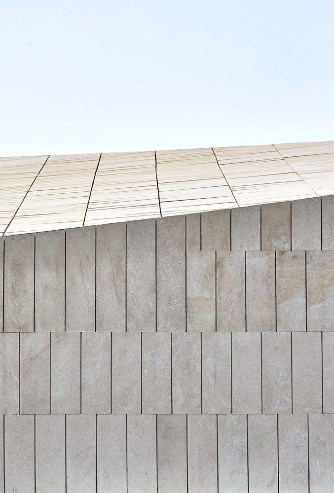 Stone Clubhouse / GRAS Arquitectos