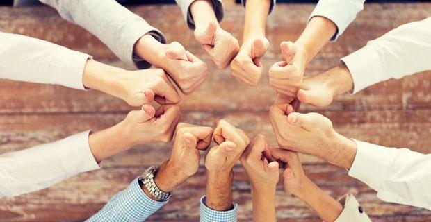 Pourquoi le travail en équipe est assez difficile ?  Beaucoup d'entre nous qui ont lu ce titre penseraient ; « Quoi ?» Le travail en équipe est facile !  Si vous avez le bon mélange de compétences personnelles et de qualités positives, cela est probablement vrai pour vous. Mais il n'est