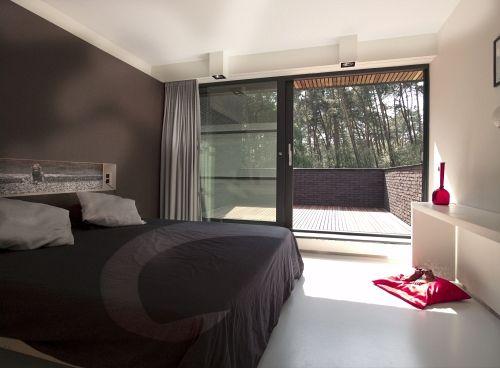 Interieur • slaapkamer • modern • balkon • schuifraam • gietvloer ...