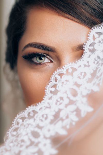 Ultra feminine, chic and minimalist wedding make-up for the big day.