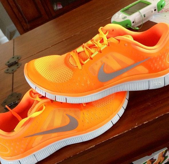 587b4ea716187 How to tie too-short shoe laces · Orange Nike ...