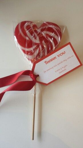 Say thank you to your guests with a giant love heart lollipop as a bonbonniere