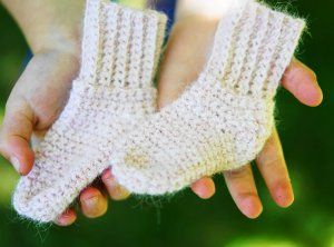 Quick and Easy Crochet Baby Socks, a free pattern too cute to pass up.  This would work nicely in Lion Brand's LB Collection Baby Alpaca.