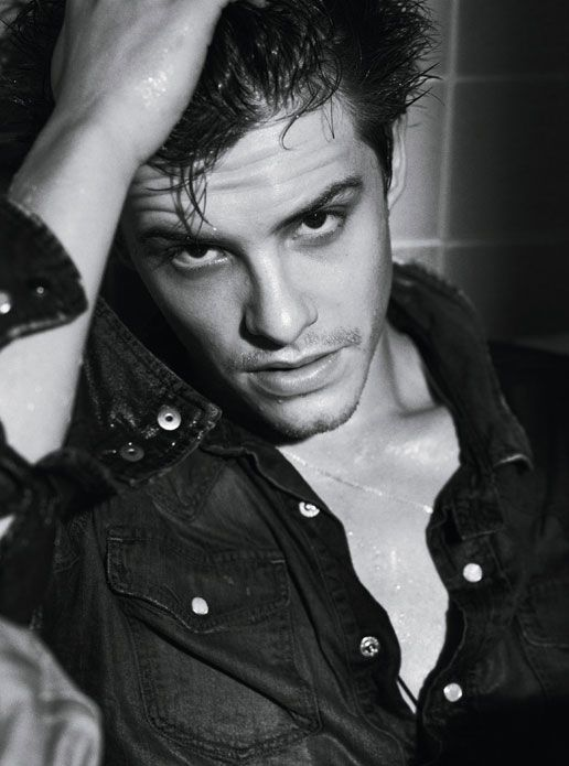 xavier samuel aka riley biers... still hot!