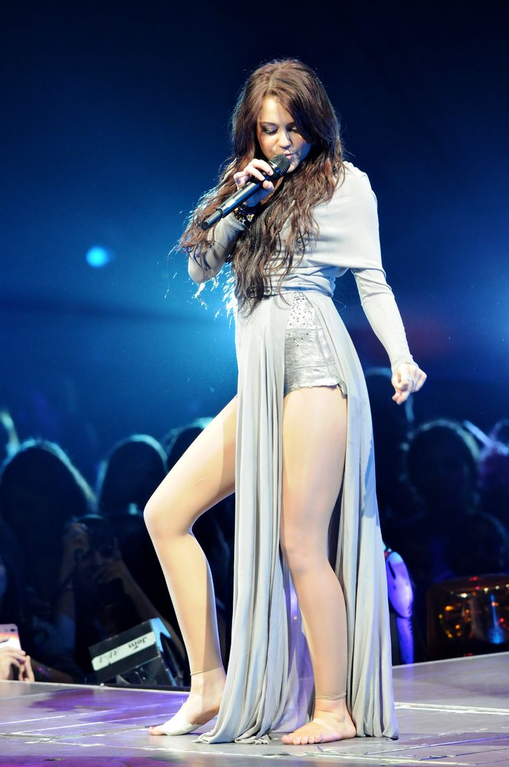 Celebrity Feet - Katy Perry,Miley Cyrus,Selena Gomez - YouTube