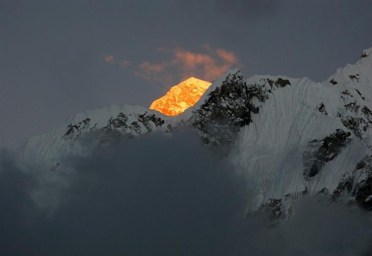 El Sol en el Monte Everest. fotos naturaleza