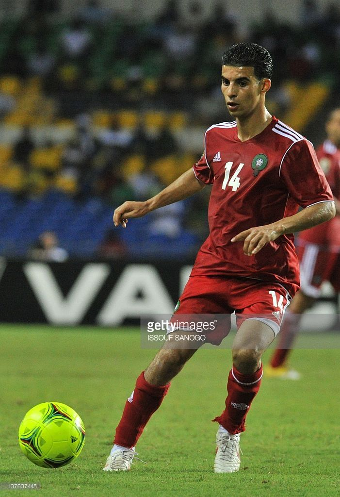 morocco-national-football-team-midfielder-boussoufa-mbarek-controls-picture-id137637445 (701×1024)