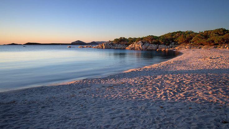 L'alba sulla spiaggia di Capriccioli