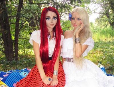 Twee meiden die wel erg veel op levende poppen lijken!!!